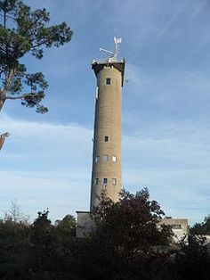 Atlantique - Radiophare de La Palmyre, près de Royan (Charente-Maritime) - Coordonnées 45°39′42″N /1°07′14″O - Feux : Feu blanc scintillant 1,2 s Feu rouge fixe