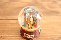 【トーキョー・スノードーム】●墨東の色町●ラメパウダーです。外国の方へのお土産にも喜ばれそうな、東京にこだわって作られたスノードームです。 | 作家の和食器ならうちる