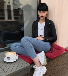 The best looks and trends Look Fashion, Fashion Outfits, Womens Fashion, Looks Street Style, Mini Vestidos, Grunge Hair, Ideias Fashion, Mom Jeans, Casual Outfits