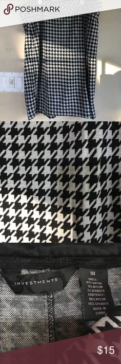 💕Gorgeous EUC houndstooth skirt! Worn twice! Rayon and nylon. This can be your go to skirt this fall. Classic and trendy at the same time! This is perfect for the day when you have nothing to wear, ta-da! A gorgeous skirt! Hits just an inch above the knee😎 Investments Skirts Midi