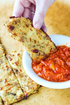 Roasted garlic and rosemary cauliflower flatbread! Roasted garlic and rosemary cauliflower flatbread! Low Carb Recipes, Diet Recipes, Vegetarian Recipes, Cooking Recipes, Healthy Recipes, Protein Recipes, Vegetarian Protein, Recipies, Healthy Snacks