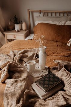 home decor habitacion Bring fall into your bedroom with linen bedding in cinnamon. The perfect autumnal hue for the colder months. Linen duvet cover, linen pillowcases, linen sheets and more available in various sizes.