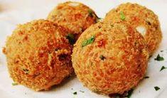 Ingrediente: 2 morcovi; 1 ceapă; 1 țelină mică; 2 cartofi; 1 lingură de pătrunjel tocat; 7 căței de usturoi; 250 ml de untdelemn; 2 linguri de făină; 1 cutie de ciuperci; 1 lingură de mărar; sare; piper; Mod de preparare: Se curăță ceapa, morcovii, țelina și cartofii, se spală și se dau prin răzătoare, se […] Baby Food Recipes, Dessert Recipes, Healthy Recipes, Good Food, Yummy Food, Spinach Stuffed Chicken, Food And Drink, Easy Meals, Appetizers