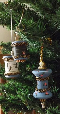 Wooden Spool Ornaments  I need wooden spool ideas.