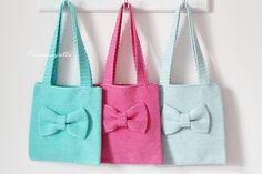Tarvitset: 3 kerää Bomull Sport  tai Matilda  -lankaa   virkkuukoukun 2,75   neulan, sakset ja mittanauhan  (Handmade -merkin)  ... Crotchet Bags, Knitted Bags, Love Crochet, Knit Crochet, Bags For Teens, Big Bags, Crochet Purses, Crochet Accessories, Crafts To Do