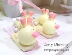 Bunny cake pops at a Easter Party #easter #cakepops