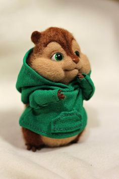 Chipmunk Theodore Size: 11 cm Materials: 100% wool, Sliver, plastic, knit, wire, acrylic paint, varnish.
