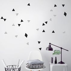 Stickers muraux triangles noirs et argent Pom le bonhomme