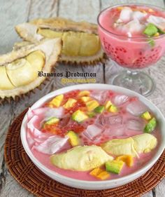 Resep takjil buka puasa © 2020 Instagram/@dapur.pandamerah ; Instagram/@banususanto Pudding Desserts, Indonesian Food, Indonesian Recipes, Restaurant Interior Design, Asian Recipes, Camembert Cheese, Food Photography, Deserts, Food And Drink