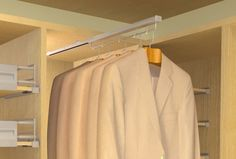 Wieszak wysuwany Hogar Plus firmy WIRELI, stanowi bardzo wygodne rozwiązanie w garderobie. Dzięki wysuwanemu na prowadnicy kulkowej stalowemu elementowi dostęp do wieszaków jest ułatwiony. Wieszaki występują w czterech długościach 24, 29, 36 i 44.5 cm.