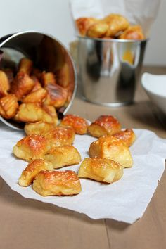 soft pretzel bites. need to make these for a party sometime.