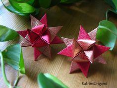 Schwierigkeit ♥♥♡♡♡ Der Klassiker unter den Weihnachtssternen ! Design Friedrich Fröbel Der Stern ist ein traditionelles Modell, gefaltet wird er aus 4 Papie...