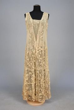 EMBROIDERED NET GOWN, 1920s. - Price Estimate: $200 - $300