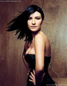 Picture of Laura Pausini Divas, Famous Singers, Pop Singers, Bryam Adams, Beatles, Beautiful Celebrities, Beautiful Women, Beatiful People, Musica Disco