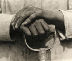 Hands resting on a shovel, 1926. Photography of the solo exhibition of Tina Modotti by Fundación Loewe. Photography © Tina Modotti. Courtesy of Throckmorton Fine Art, via PHotoEspaña 2015. Click above to see larger image.