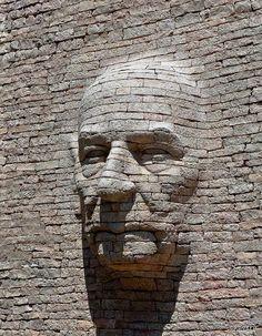 Incroyable. .. Et le blog dont cette photo est issue consacré au street art est vraiment à découvrir !