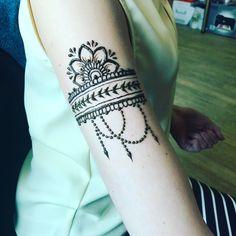 34 отметок «Нравится», 2 комментариев — Vera (@demencat) в Instagram: «Минимализма в студию! #mehendi #mehndi #henna #hennaart #hennadesign #mehendidesign…»