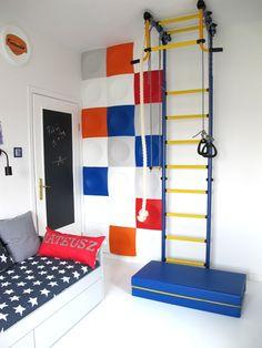 Kolorowy pokój chłopca: motywy z bajek na ścianie i metamorfoza wąskiego pokoju… Kids Study, Find Girls, Kidsroom, Girls Bedroom, Diy For Kids, Playroom, Room Decor, Nursery, Dom