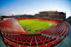 En el Estadio Caliente Xoloitzcuintles, a solo 5 cuadras de Almería, se pueden disfrutar de los mejores partidos de fútbol mexicano y conciertos de la región. ¡Vive seguro y tranquilo, cerca de todo! Entra a www.almeria.com.mx o llámanos al (664) 660 12 60.