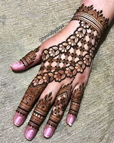 Latest Amazing Mehndi Designs For Parties Hello Guys! here you will see Latest Mehndi Designs with Amazing Patterns for your Hands and. Henna Hand Designs, Dulhan Mehndi Designs, Mehandi Designs, Mehndi Designs Finger, Arabian Mehndi Design, Modern Henna Designs, Stylish Mehndi Designs, Mehndi Designs For Girls, Mehndi Designs For Beginners