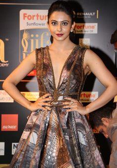 Rakul Preet Singh Looks Super Sexy in Backless Dress Indian Celebrities, Bollywood Celebrities, Bollywood Fashion, Female Celebrities, Bollywood Actress, Indian Actress Photos, South Indian Actress, Indian Actresses, Most Beautiful Indian Actress