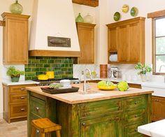 grüne Küche Landhausstil Wandfliesen Kochinsel Holz