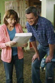 Still of Patricia Heaton and Neil Flynn in The Middle (2009) The Middle Series, The Middle Tv Show, Neil Flynn, Patricia Heaton, The Goldbergs, Shows On Netflix, Petite Women, Shut Up, Picture Photo