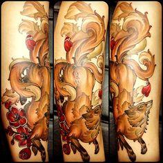 Tatuaje zorro de varias colas