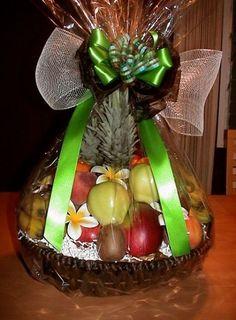 New fruit basket gift ideas mothers ideas Fruit Flower Basket, Fruits Basket, Sta Rita, Fruit Hampers, Fruit Packaging, Wedding Gift Wrapping, Fruit Gifts, Fruit Shop, Fruit Decorations