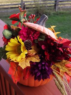 Pumpkin Flower - Pumpkin Flowers have a pretty sweet warm pumpkin taste. Pick them quick in the morning while they are in full blossom. Pumpkin Flower, Silk Arrangements, Flower Pots, Flowers, Leaf Table, Flower Pictures, Flower Centerpieces, Fall Decorating, Pumpkin Carving
