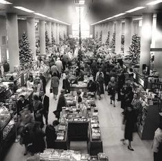J. B. Ivey & Company, Charlotte, North Carolina. Shoppers on the main floor at Christmas at the Uptown store, 1957. (Pat Richardson)