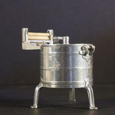Puppenstuben Waschmaschine mit Wäschemangel. 1920 - 1930