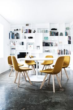 Counter stools | Seating | Eyes Wood EJ 2 | Erik Jørgensen. Check it out on Architonic