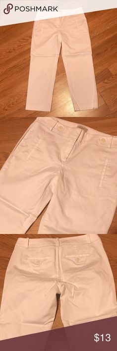"""Ann Taylor Loft  Cropped Pants Good condition. Original fit. Has stretch. Inseam 22.5"""" Size 4 Ann Taylor Pants Ankle & Cropped"""