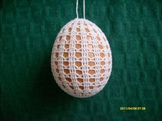 In the year Easter Sunday fall on April 5 and here is a beautiful crochet idea: Found here: http:& Crochet Baby Poncho, Crochet Chicken, Easter 2015, Easter Crochet Patterns, Crochet Christmas Trees, Crochet Snowflakes, Fabric Yarn, Egg Decorating, Crochet Home