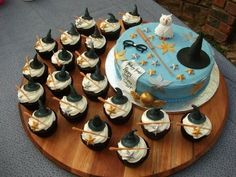 Harry Potter simple cake and cupcakes