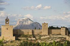 Vista parcial de la alcazaba y Peña de los Enamorados al fondo - Alcazaba - Antequera - Málaga