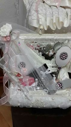 Bohca Wedding Gift Boxes, Wedding Gifts, Trousseau Packing, Diy Gift Baskets, Balloon Gift, Wedding Plates, Party Gifts, Event Decor, Bridal Jewelry