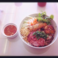 RT @ChinhDoan: Vermicelli with grilled beef, pork, shrimp and spring roll. Topped with mint leaves, bean sprouts, chopped carrots and daikon radish and lettuce. Side of fish sauce with chili sauce.