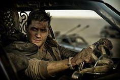 Max Rockatansky (Tom Hardy) magányosan rója a sivatagot