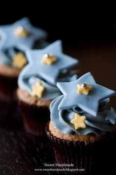 Star cupcakes idea for gender reveal-  in pink and blue!
