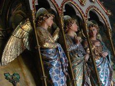 Estátuas no Castelo de Cardiff, País de Gales.