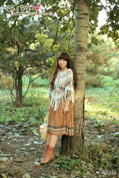 Love that poncho. Grunge Style, Soft Grunge, Tokyo Street Fashion, Kawaii Fashion, Cute Fashion, Fashion Outfits, Fashion Clothes, Girl Japanese, Japanese Fashion