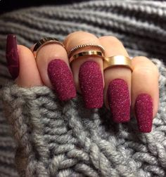Fall nail ideas that will have your nails looking fresh! Here are nine trendy fall nail ideas to get you excited to have your nails done! Red Nails, Glitter Nails, Hair And Nails, Fall Nails, Summer Nails, Burgendy Nails, Oxblood Nails, Magenta Nails, Coffen Nails