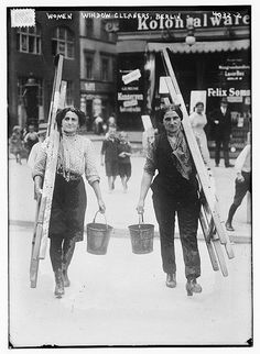 Women window cleaners, Berlin zw.1915 und 1920