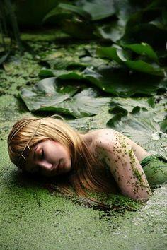 lovely image of a mermaid or water nymph. Fantasy World, Fantasy Art, Dark Fantasy, Fotografie Portraits, Bauch Tattoos, Art Magique, John Everett Millais, Water Nymphs, Fantasy Photography