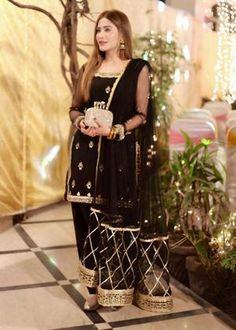 Black Pakistani Dress, Pakistani Dresses Party, Simple Pakistani Dresses, Pakistani Fashion Party Wear, Shadi Dresses, Pakistani Wedding Outfits, Pakistani Dress Design, Party Wear Dresses, Mehendi Outfits
