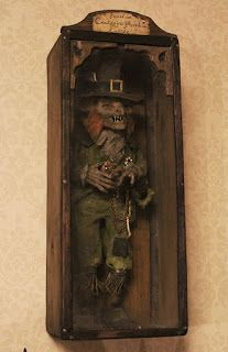Those are real Leprechauns!- they killed them they use to kill people! Curiomira: Leprechaun - Want to add one of these to one of my cabinets. Weird Creatures, Creepy Dolls, Leprechaun, Art Plastique, Paranormal, Occult, Dark Art, Halloween Decorations, Scary
