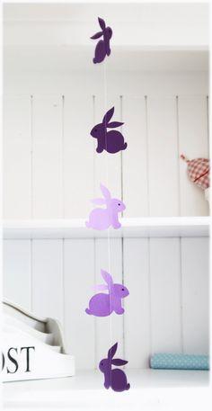 Une guirlande de lapins pour Pâques ou pour décorer une chambre d'enfant. Le pdf est téléchargeable ici : http://www.titatoni.de/hasen.pdf