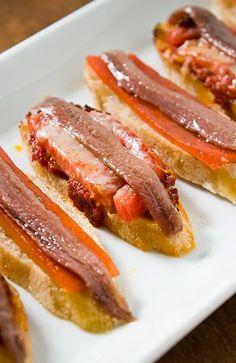 :) Tapas Pimiento Rojo asado y anchoas | Más en https://lomejordelaweb.es/
